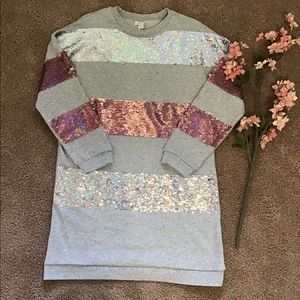 NWOT Grey tunic with flip sequins